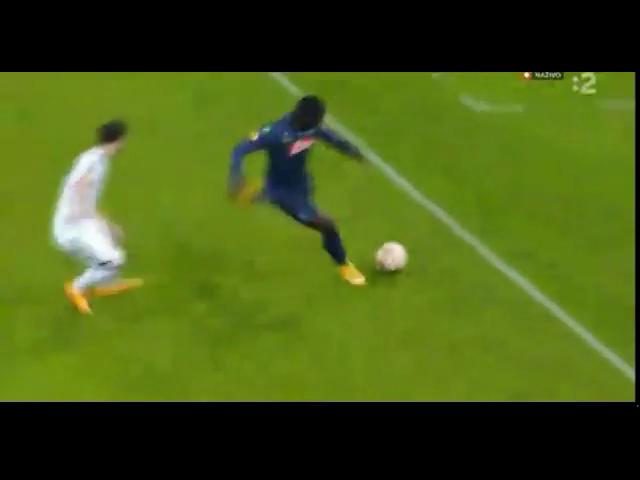 Napoli 3-0 Slovan Bratislava - Golo de D. Zapata (75min)