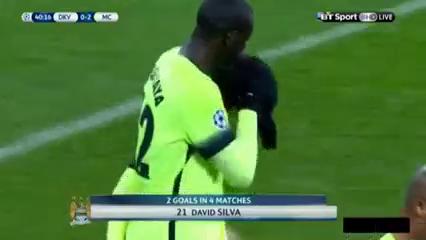 Dynamo Kyiv 1-3 Manchester City - Golo de David Silva (40min)