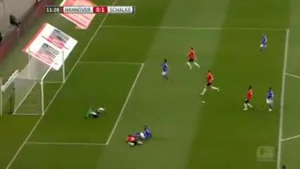 Hannover 96 1-3 Schalke 04 - Golo de E. Choupo-Moting (11min)