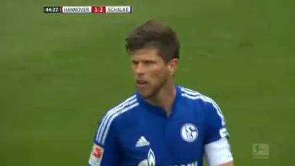 Hannover 96 1-3 Schalke 04 - Golo de K. Huntelaar (45min)