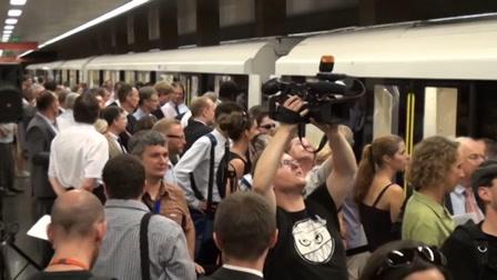 Tátva maradt az utasok szája az új metrótól