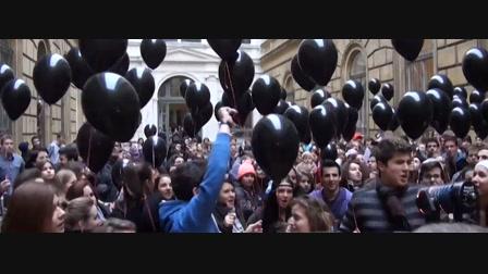 Fekete lufikkal demonstráltak a diákok