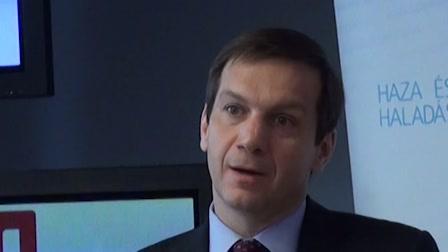 Bajnai: Az Orbán-kormány elégeti a jövőt