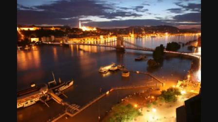 A Duna tetőzése egy percben